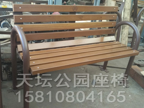 天坛公园钢制靠背椅