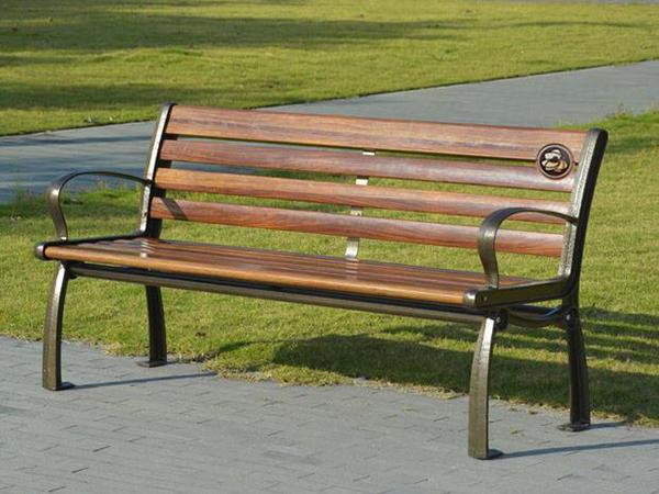木制靠背椅